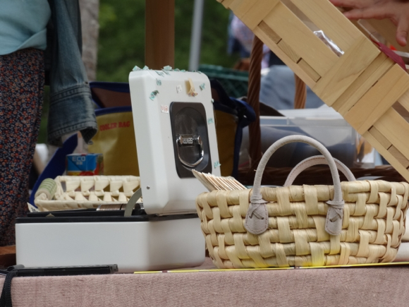 スマホによって、フリマはは外で売買する形から、ネット上でいつでも売買できるようになった